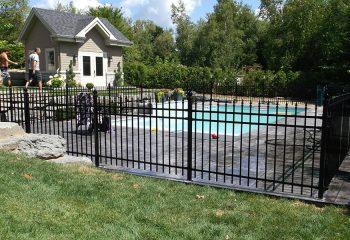 clôture métal piscine